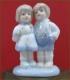 مجسمه دختر و پسر ایستاده